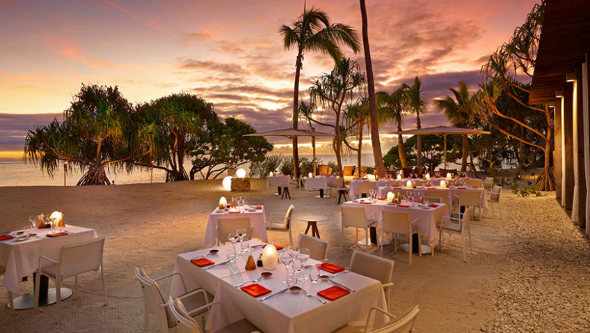BRANDO_Restaurant-BeachDining-Sunset-1-870x490