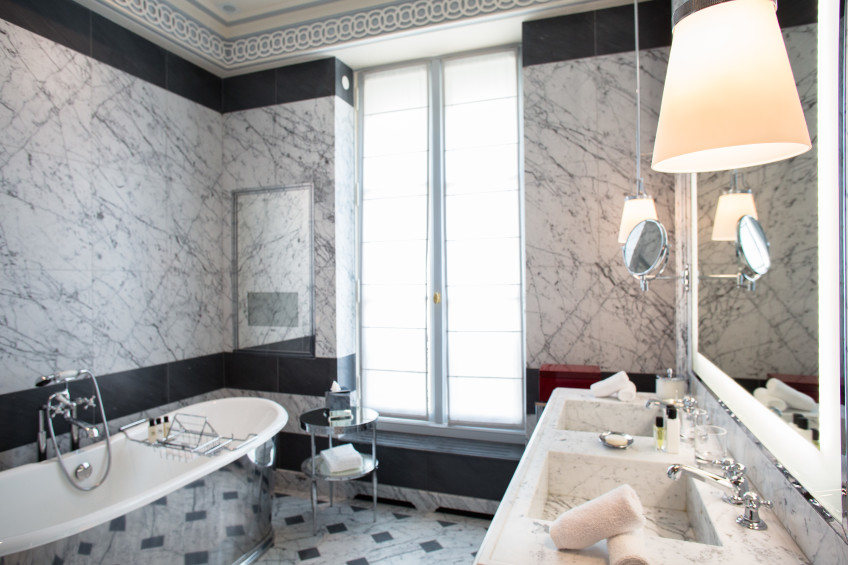 La-Reserve-Paris-Room-Bathroom